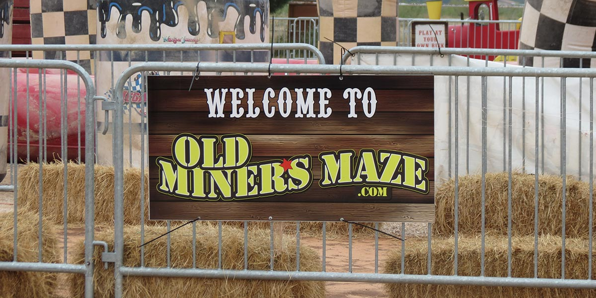 old-miners-maze-exterior-gate2